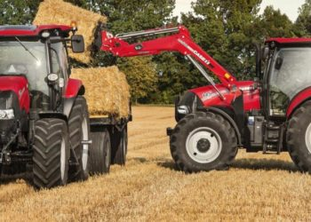Case_IH_Maxxum_125_with_trailer_and_Maxxum_145_CVX_with_LRZ120_Loader